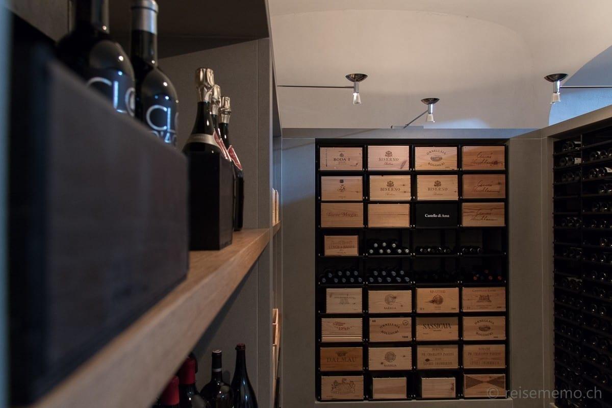 Weinkeller mit Auswahl vom Clos d'Agon