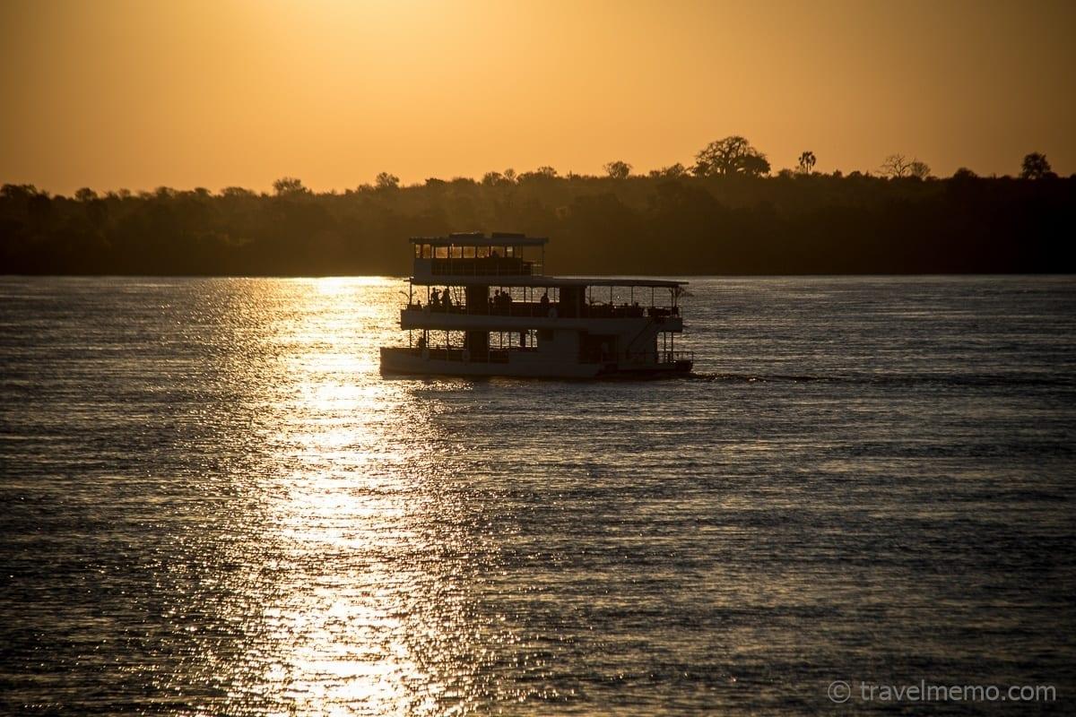 Zambezi Flussfahrt zum Sonnenuntergang bei den Victoria Falls