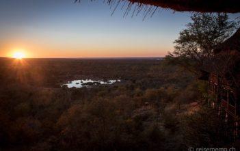 Sonnenuntergang bei der Victoria Falls Safari Lodge