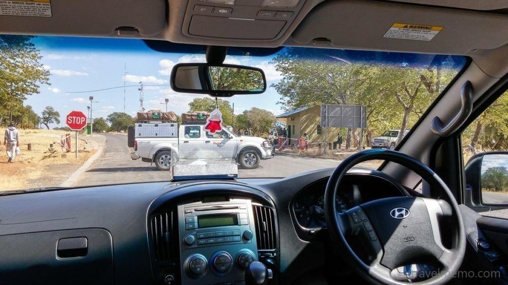 Versperrte Strasse zum Chobe Nationalpark