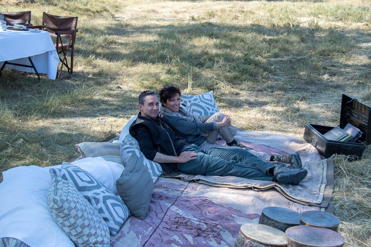 Walter Schärer und Katja beim Picknick im Moremi Wildreservat
