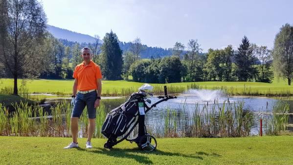 Walter Schärer auf der Golfrunde