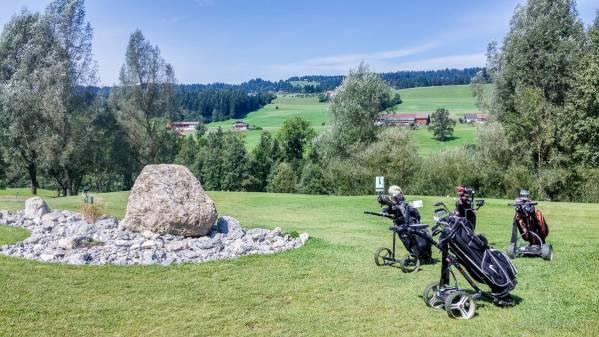 Golfbags bei der Pause