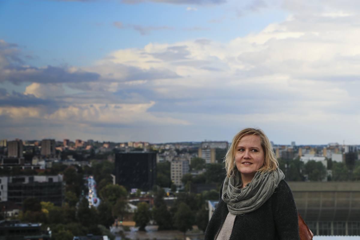 Letizia Lorenzetti über den Dächern von Vilnius