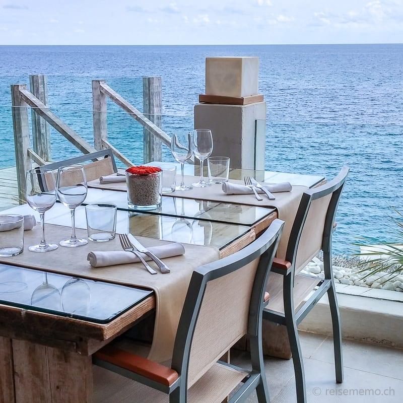 Esstisch mit Aussicht im Amante Ibiza Beach Club