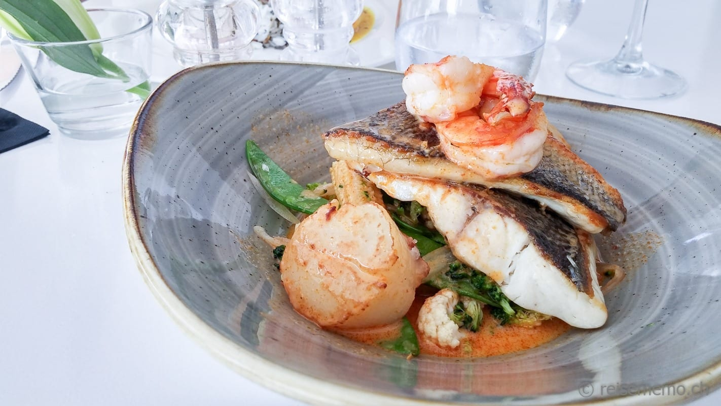Fischsuppe mit Jakobsmuscheln im Cotton Beach Club Ibiza