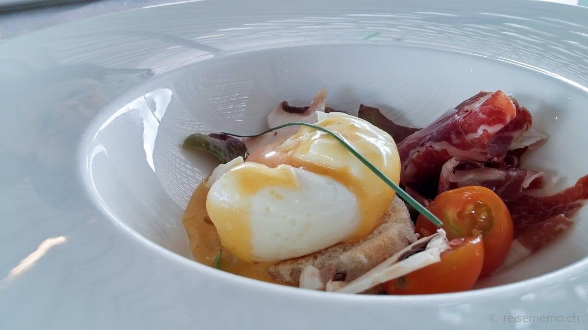 Egg Benedict mit Jamon Iberico