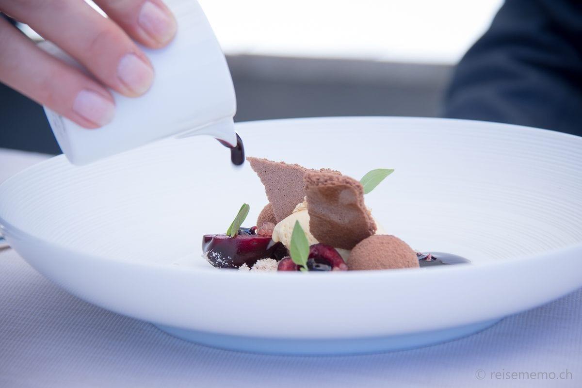 """Dessert: Felchlin """"Elvisia"""" Schokolade mit Kirsche und Getreide"""