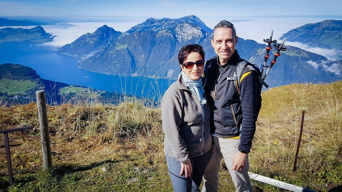 Katja und Walter Schärer vor dem Vierwaldstättersee auf dem Fronalpstock