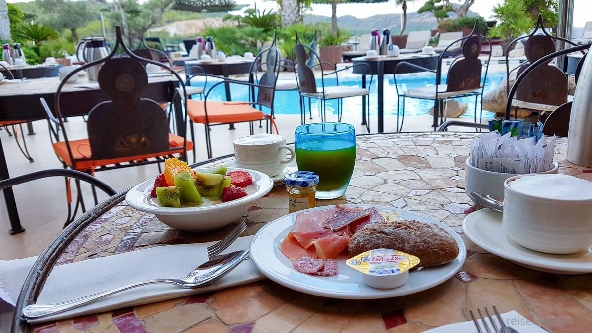 Restaurant breakfast table