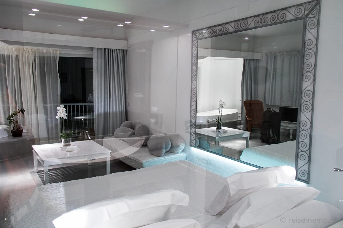 Schlafzimmer aus dem Blickwinkel vom Badezimmer