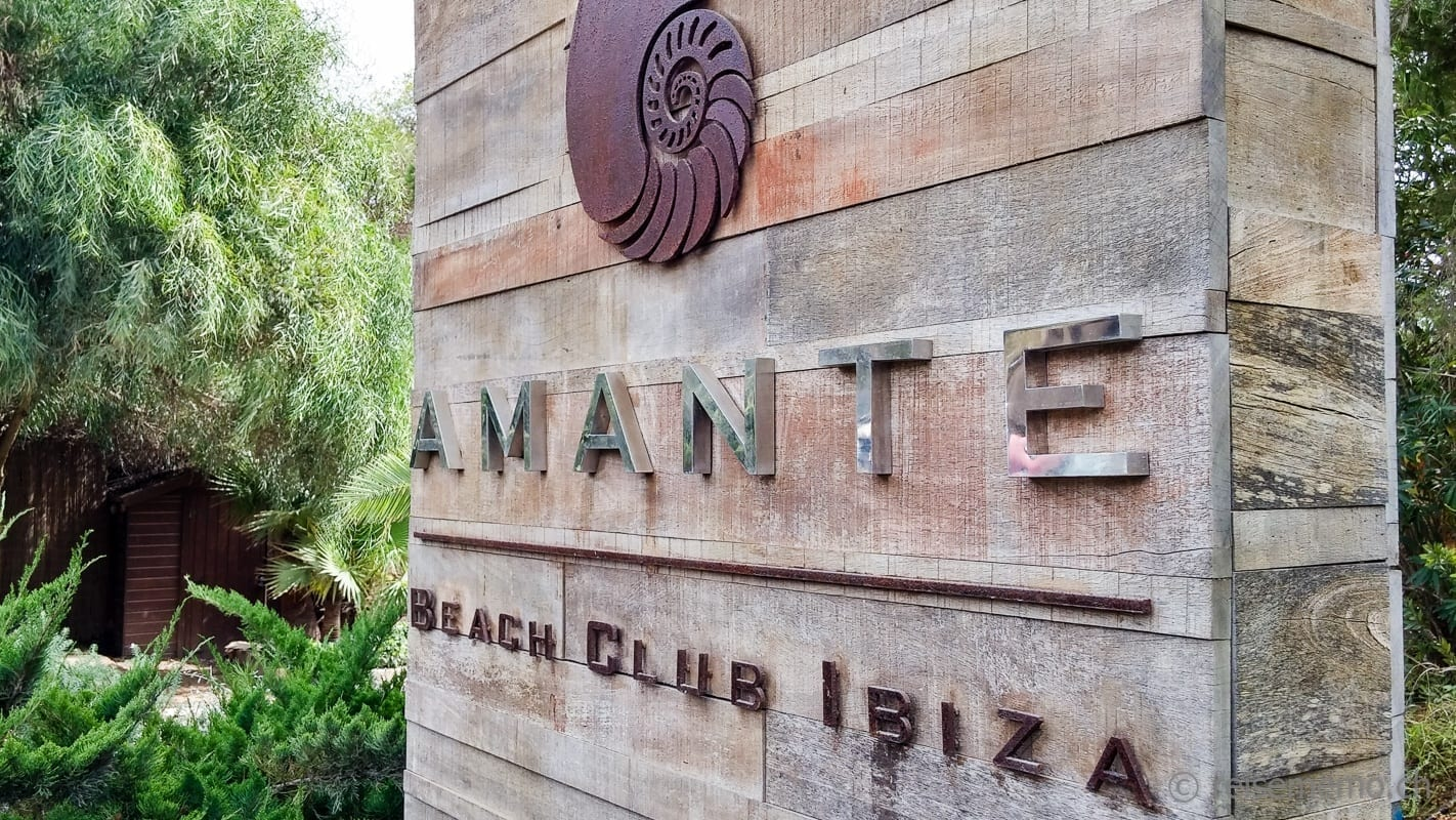 Logo and entry of the Amanta Beach Club Ibiza