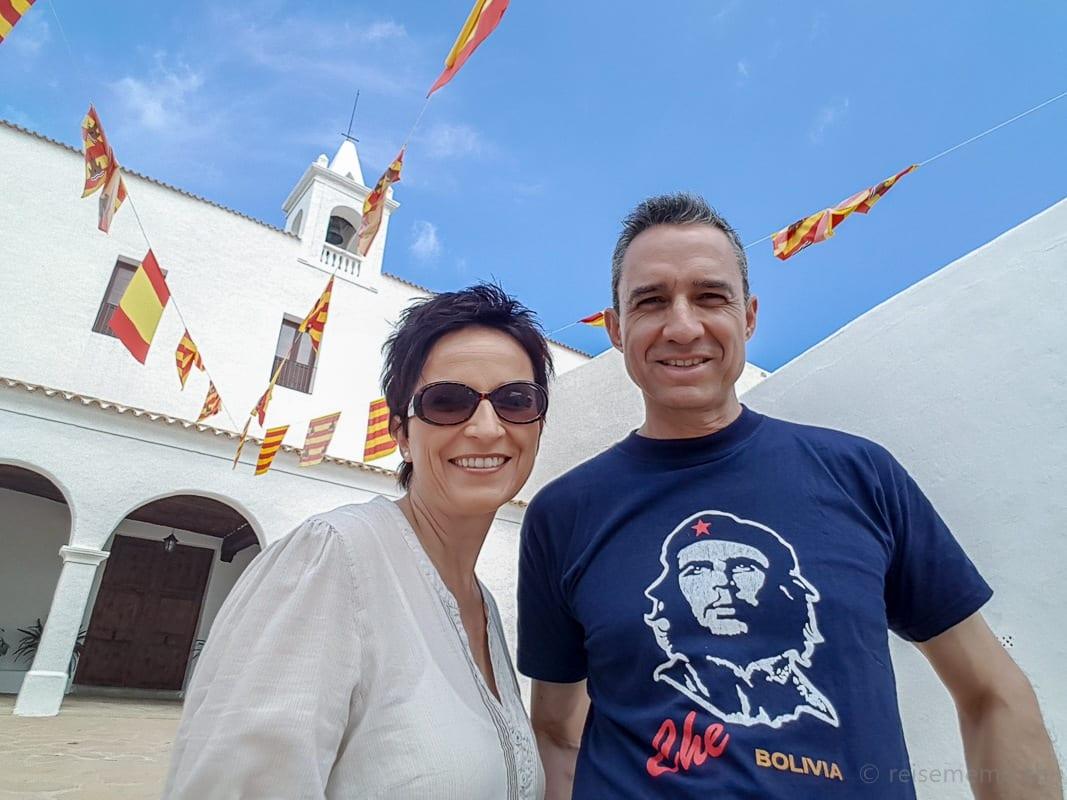 Katja & Walter vor der Kirche in San Miguel
