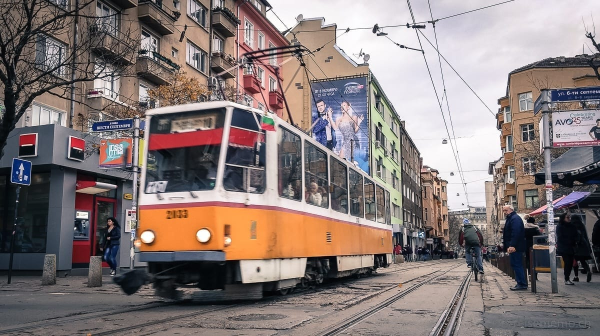 Tram in voller Fahrt