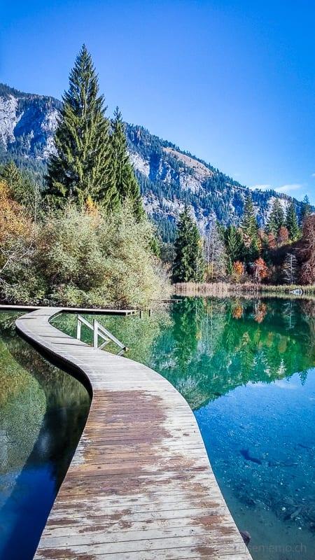 Holzsteg auf dem Crestasee