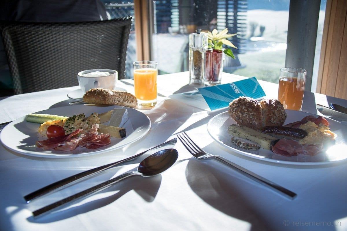 Ausgiebiges Frühstück an der Sonne