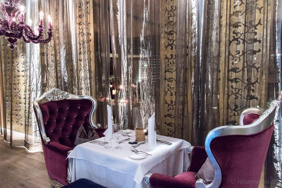 Gedeckter Tisch im Restaurant Goldstück
