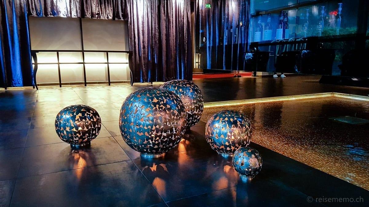 Mood-creating lobby luminaires