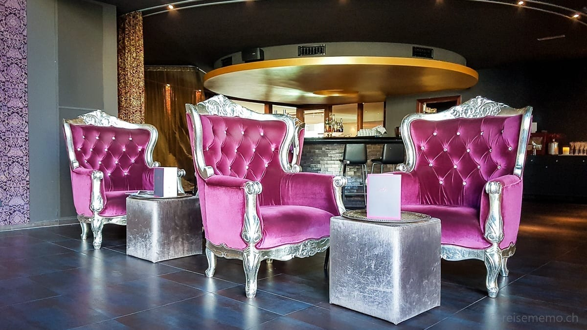 Fauteuils in der Lounge und Hotelbar