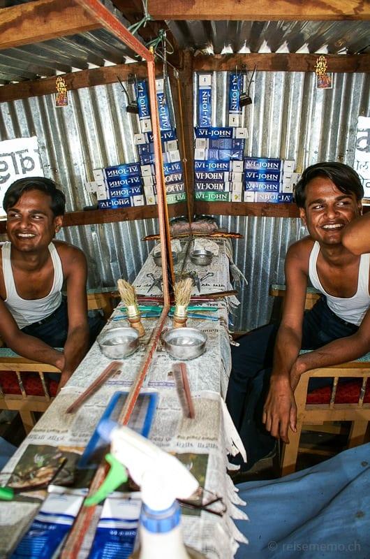 Übersetzer im Friseur-Salon in Rajasthan