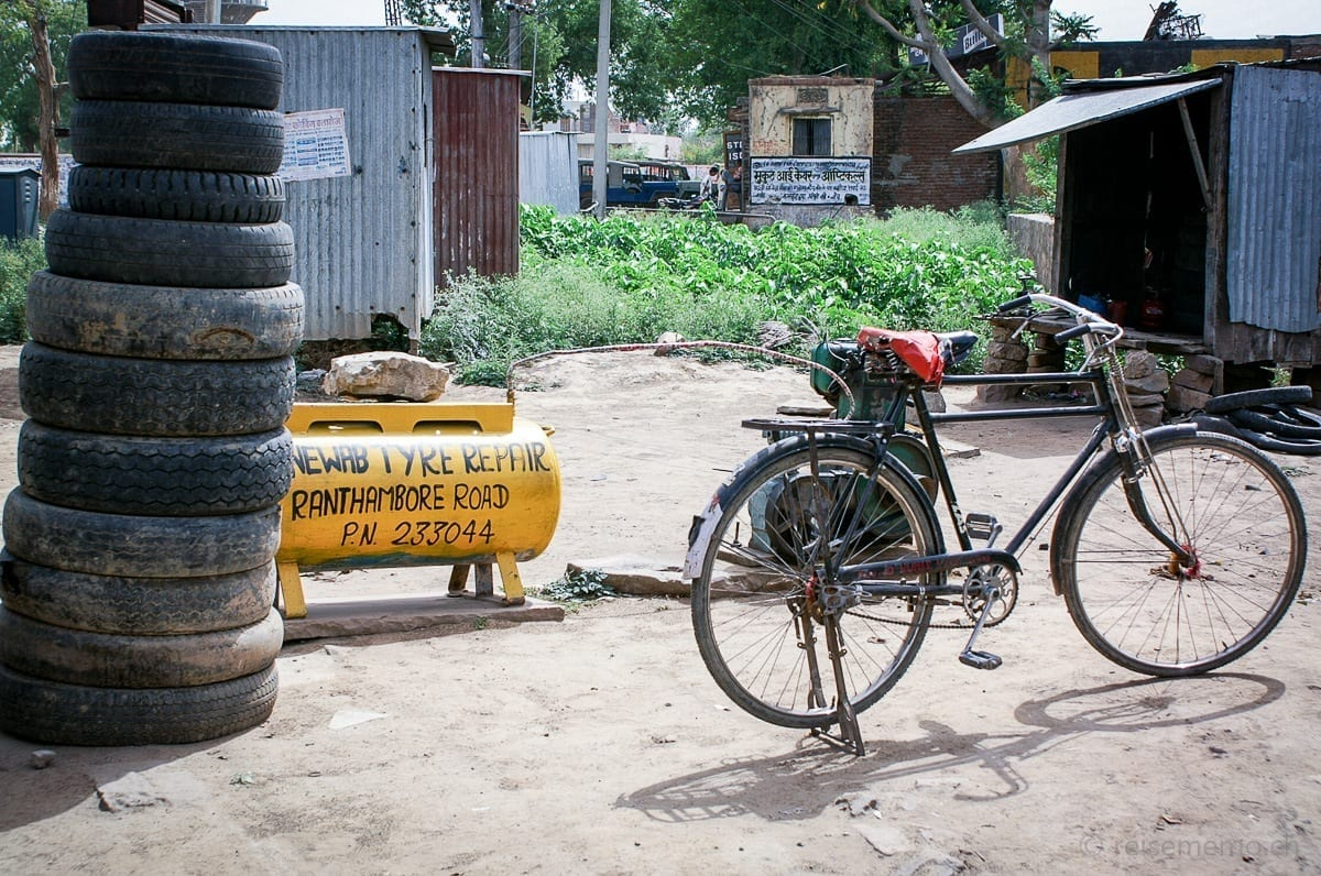 Bicycle, tyres and corrugated sheet box coiffeur salon in Rajasthan