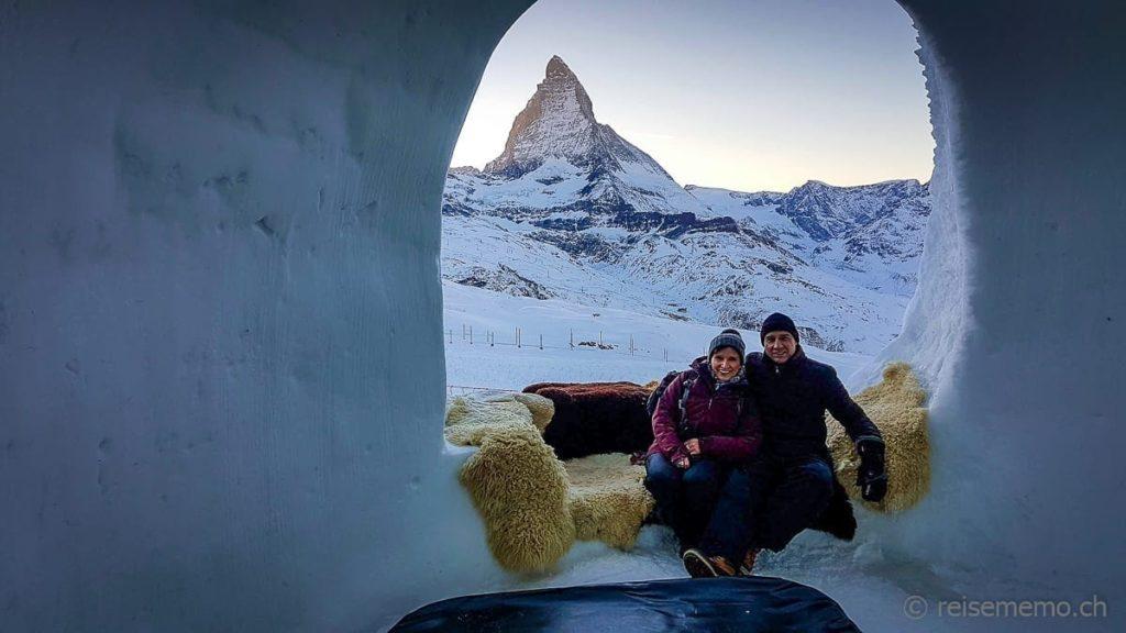 Katja und Walter in der Romantik-Suite des Iglu-Dorfs