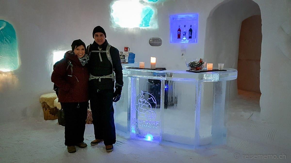 Katja und Walter im Iglu-Dorf Zermatt