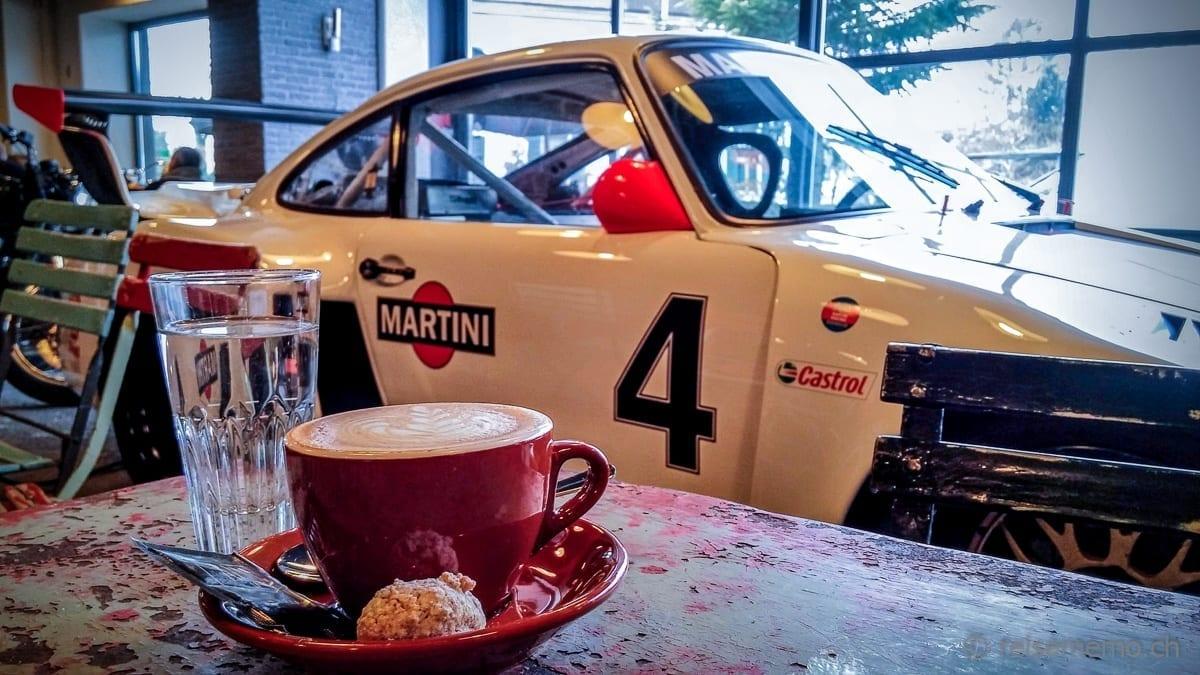 Porsche in Martini Racing Farben