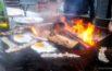 Spiegeleier und Speck vom Feuer des Rare Street Coffee in Rapperswil
