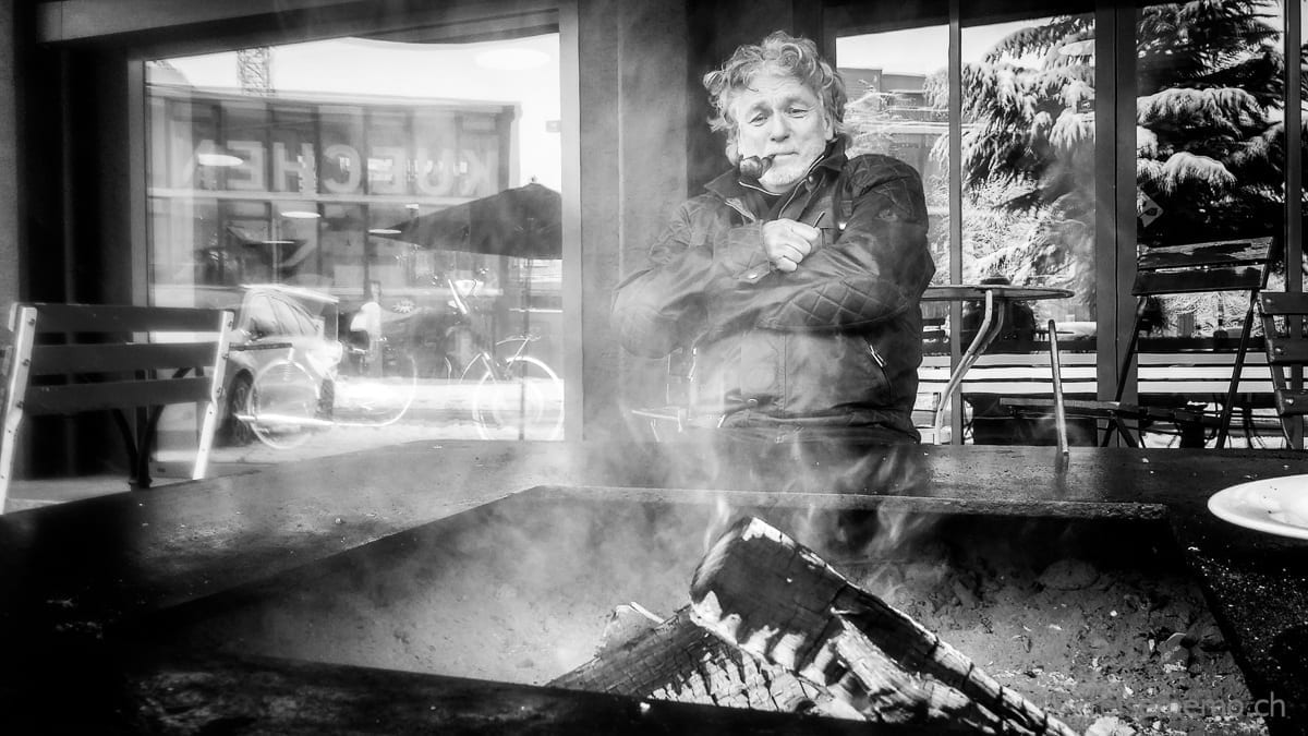 Feuerkerl Stephan geniesst Glut und Kälte