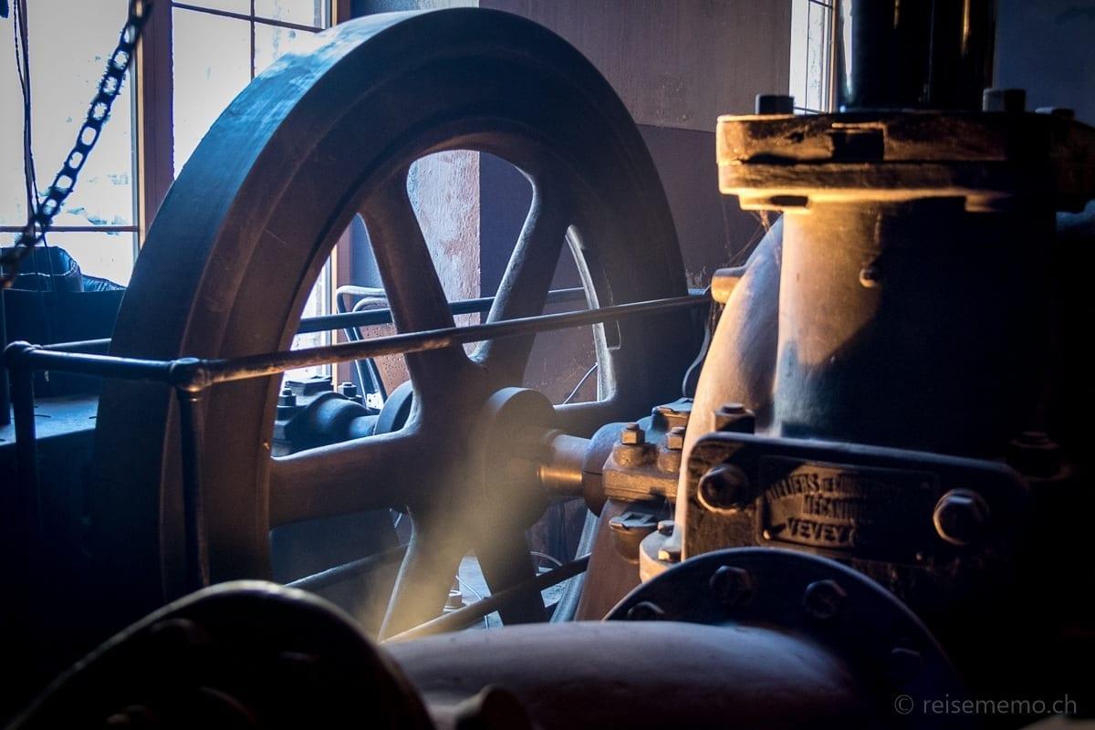 Generator in der Turbinenhalle