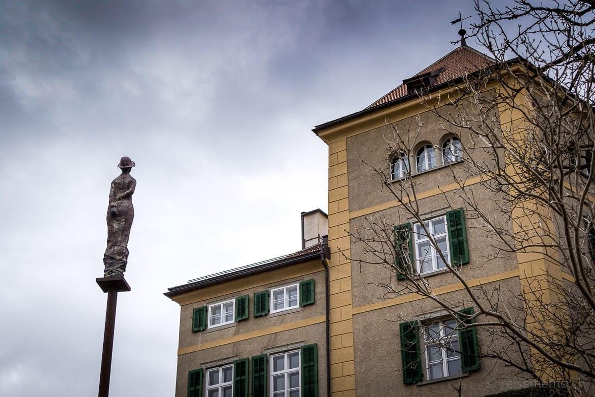Schloss Schauenstein mit Gartenskulptur