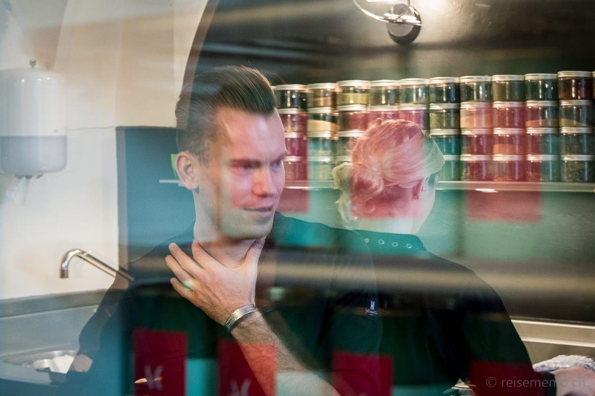 Sous Chef Ollie Schuiling erklärt die Küche von Andreas Caminada