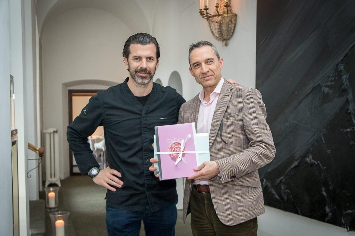 """Andreas Caminada mit Walter Schärer und Rezeptmagazin """"Documenta"""""""