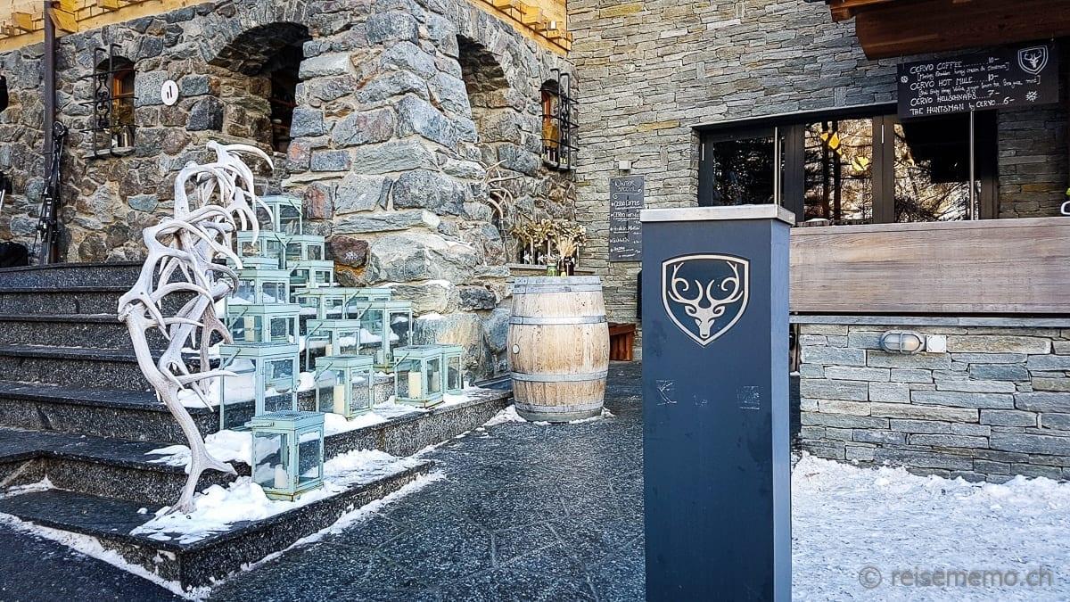 Treppe und Eingang zum Cervo Mountain Boutique Resort
