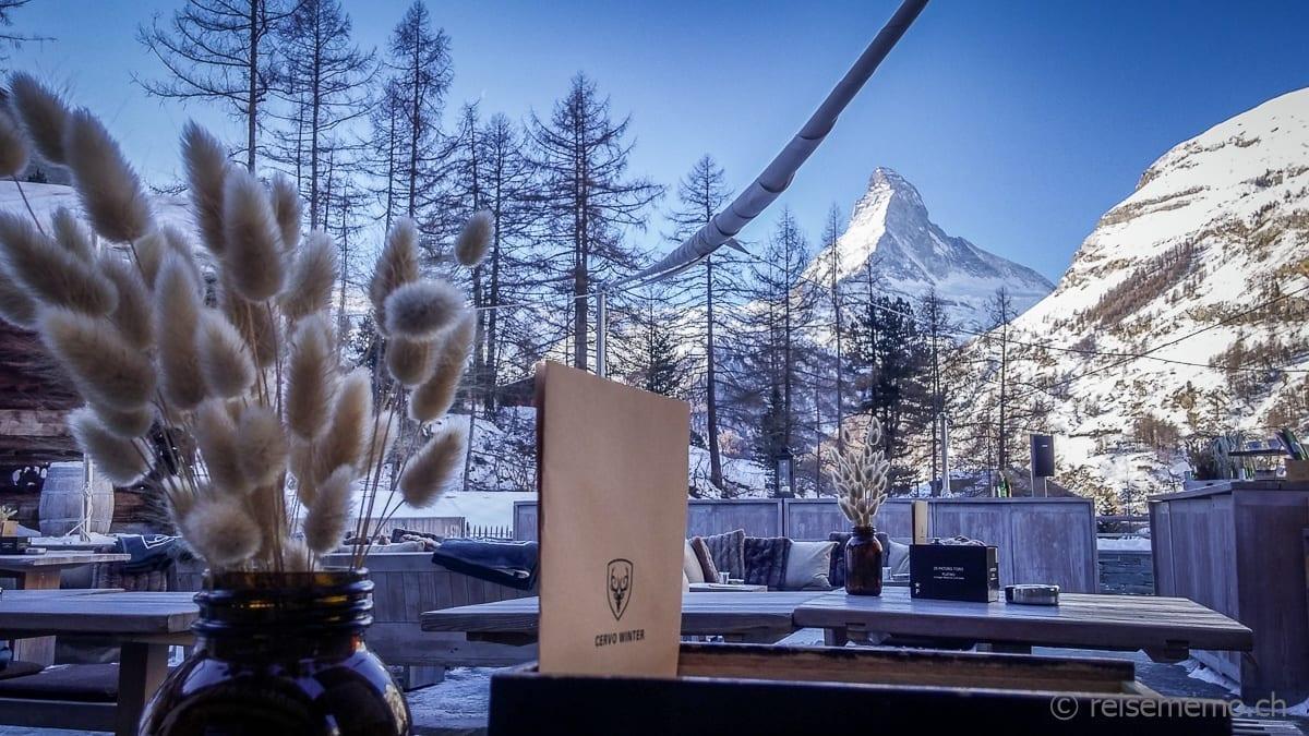 Sicht von der Terrasse auf das Matterhorn