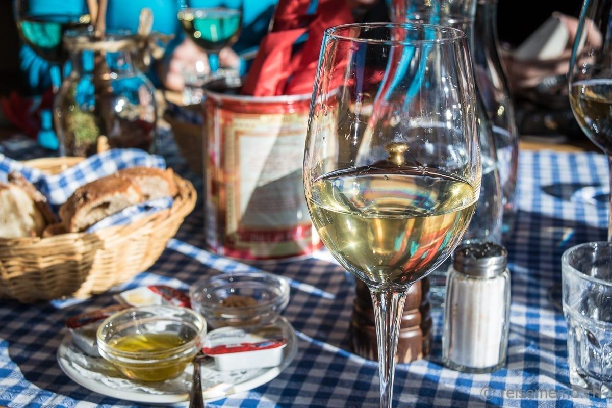 Gedeckter Tisch im Restaurant Paradies Zermatt