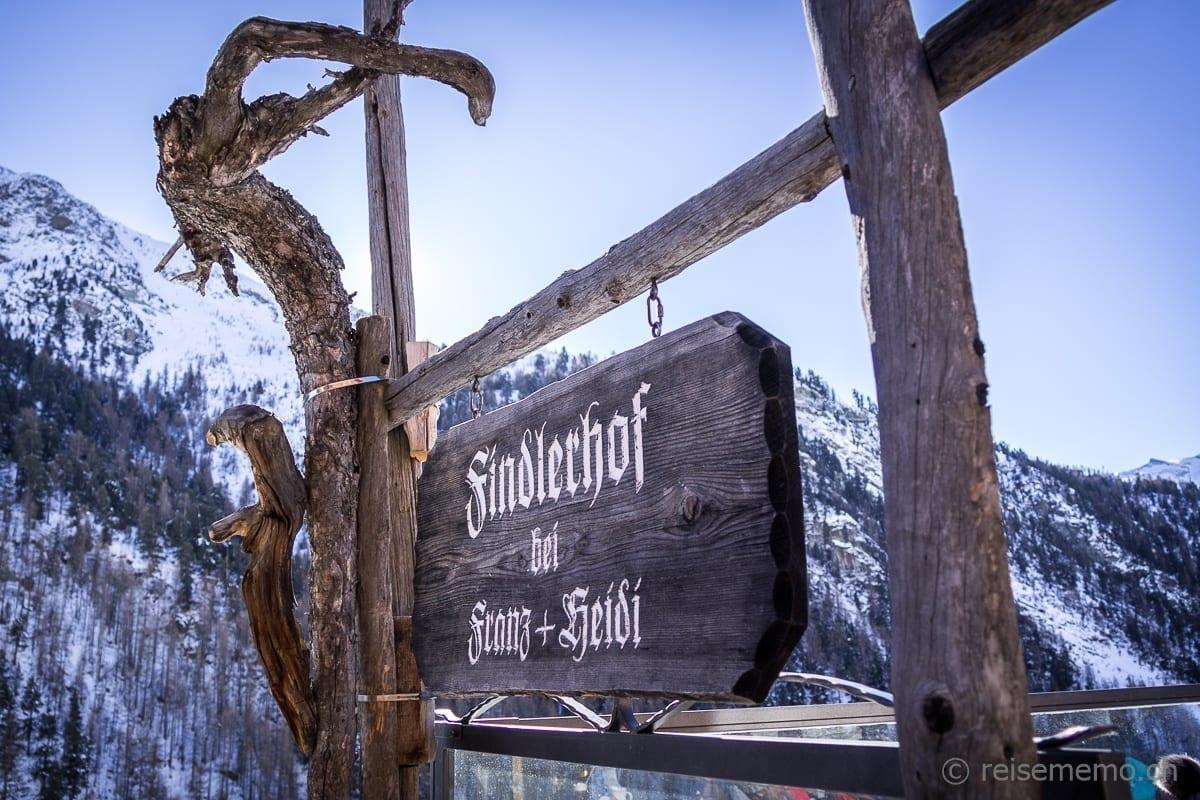 Eingang zum Restaurant Findlerhof Zermatt