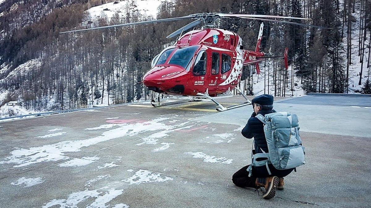 Walter macht sich bereit für Heliskiing mit Air Zermatt