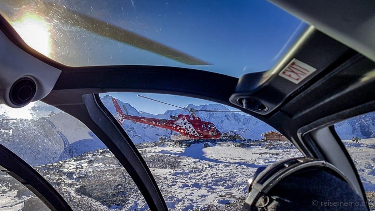 Zwei Helikopter der Air Zermatt auf dem Rothorn