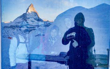 Walter im Iglu-Dorf Reisebloggern und Instagrammern