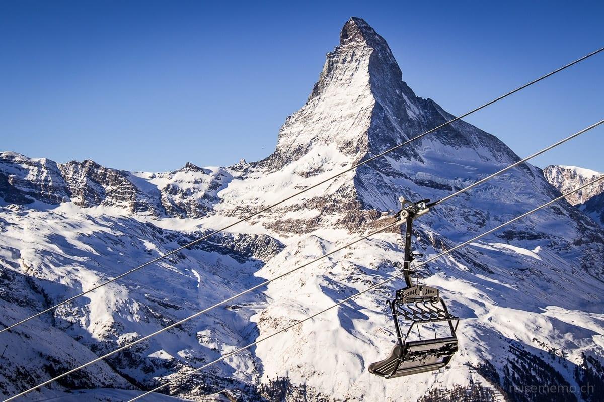 Leerer Sessellift vor dem Matterhorn