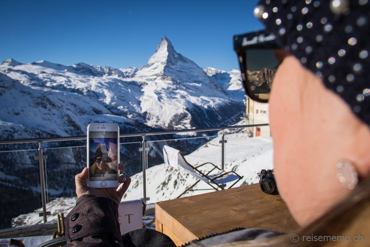 Instagrammerin Nicole Hunziker mit Matterhorn-Selfie