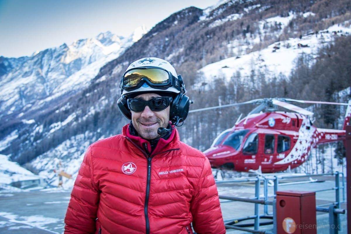 Oliver Fuchs und Air Zermatt Helikopter