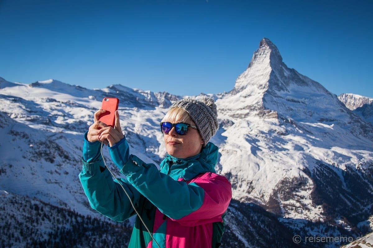 Rayana Gasparotto mit Selfie vor dem Matterhorn