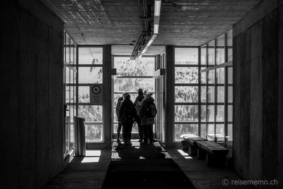 Reisebloggergruppe vor der Abfahrt im nächsten Lift