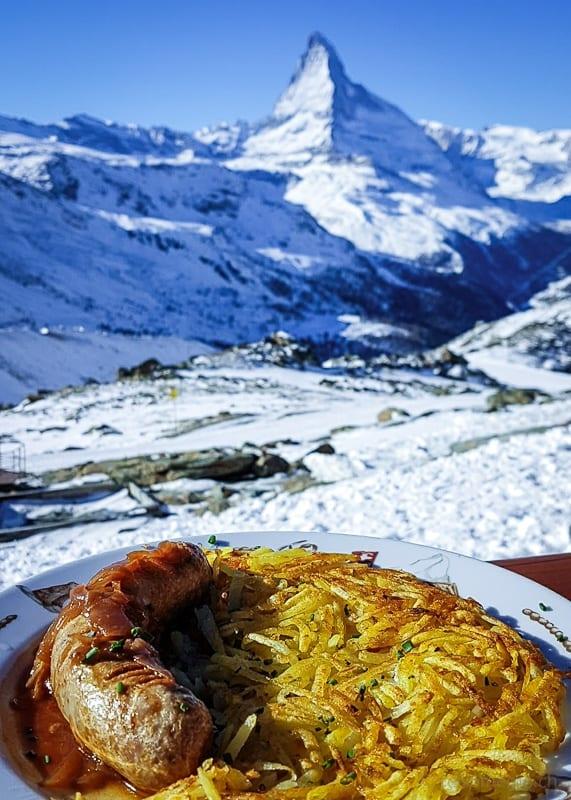 Rösti und Bratwurst mit Aussicht auf's Matterhorn