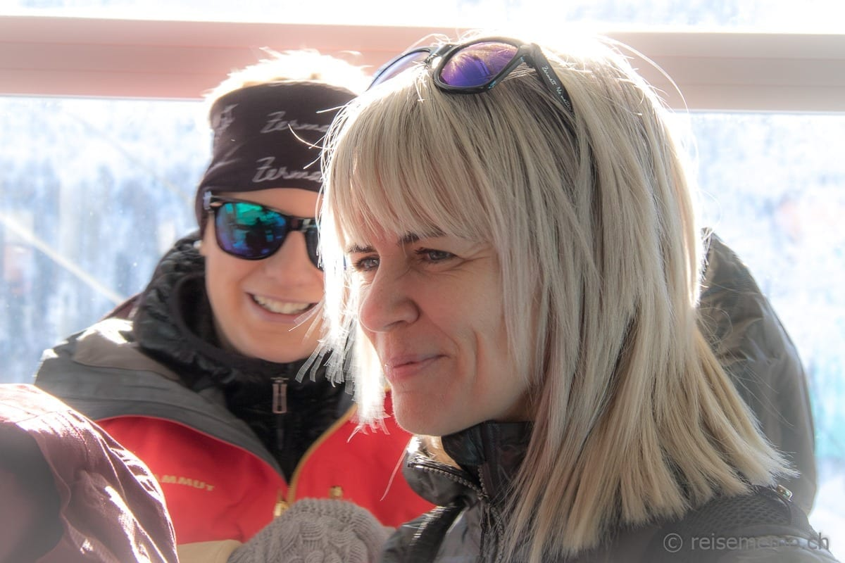 Sonja Hüsler und Corinne Ulrich im Lift bei Zermatt