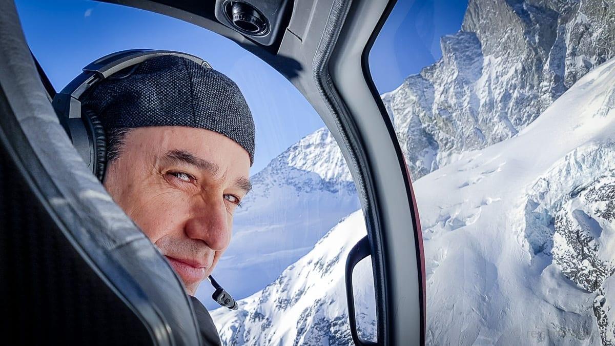 Walter Schärer im Eurocopter der Air Zermatt
