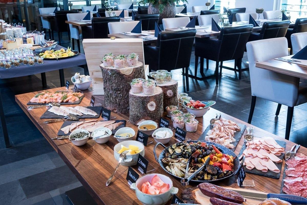Buffet vom Fisch und Crevetten